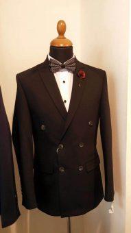 חליפת גבר שחורה