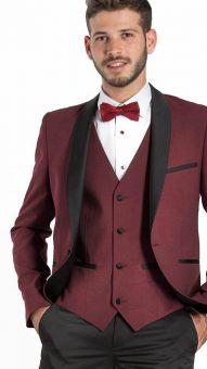 חליפה צמודה בצבע בורדו