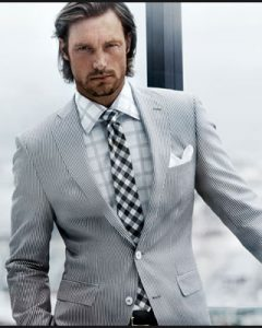 מדריך: שיטות מדידה והתאמת חליפה לגבר