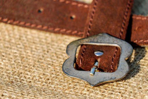 חגורת עור חומה בסגנון רטרו
