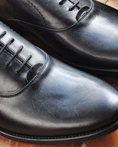נעלי עור שחורות אלגנטיות