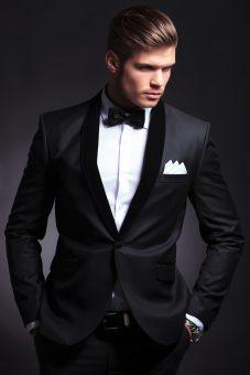 הדגמת חליפת טוקסידו שחורה