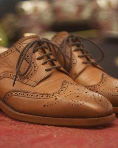 נעלי עור בצבע חום בהיר