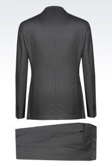 חליפה אפור כהה מעוצבת של Giorgio Armani מבט מאחור