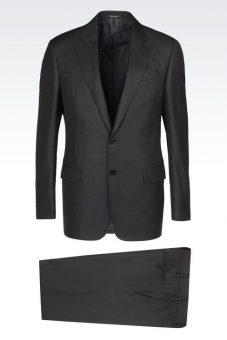 חליפה מעוצבת שחורה של Giorgio Armani מבט מלפנים