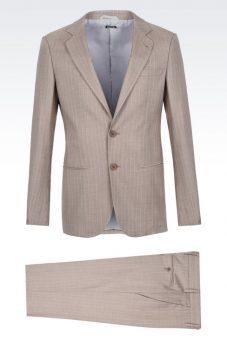 חליפה בהירה מעוצבת Giorgio Armani צד קדמי