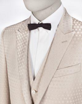 חליפת Dolce Gabbana צבע ורוד בהיר מבט על הצווארון