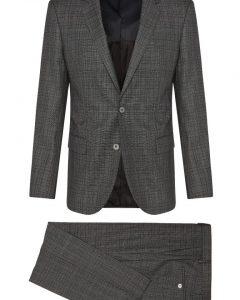 חליפה אפורה מבית Hugo Boss מבט מלפנים